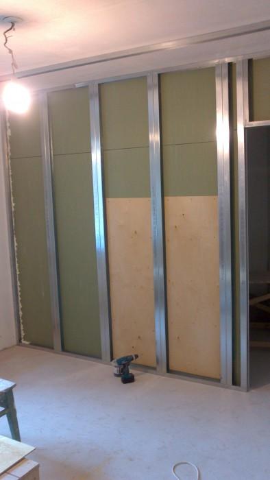 конструкция для выдвижной двери из гкл фото снять