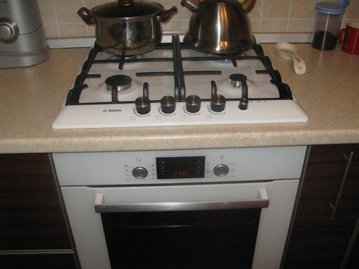 Кухня бежевого цвета с темной столешницей фото поздравления